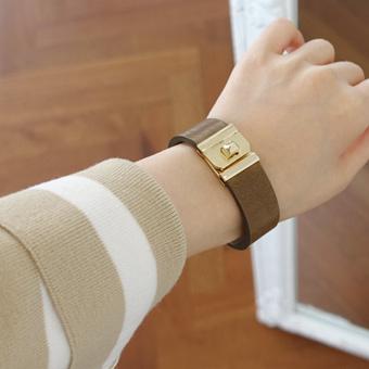 639714 - Log leather bracelet
