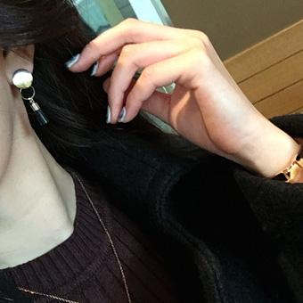 648079 - Gold earring tassels