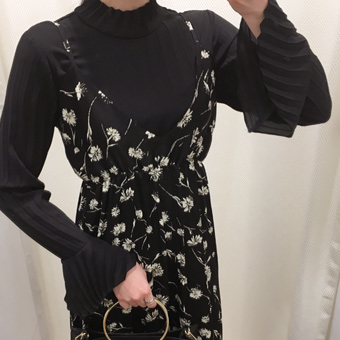 648327 - Paula pleated blouse