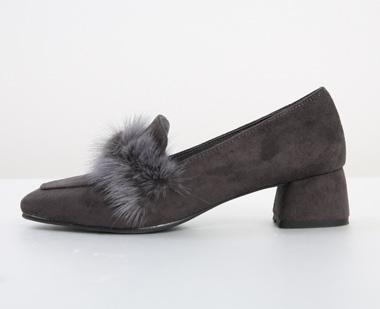 650950 - Unique fur shoes