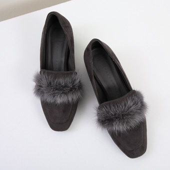 650950 - Unique fur shoes