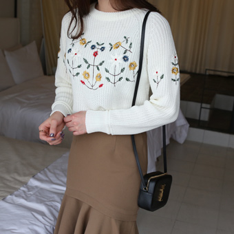 651924 - Knit flower embroidery