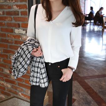 652513 - V feminine blouse