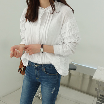 652819 - Innocent lace blouse