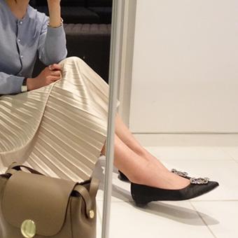 656989 - Full-color skirt folds