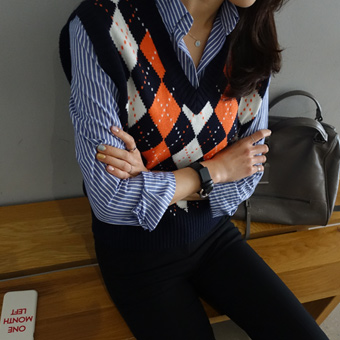 659370 - Argyle knit vest
