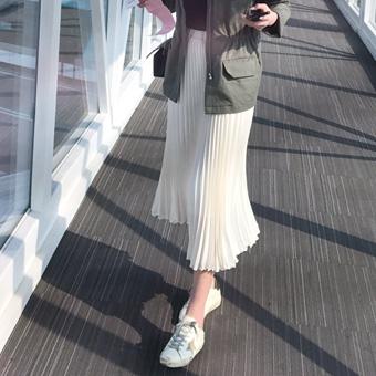 661979 - Chiffon skirt folds
