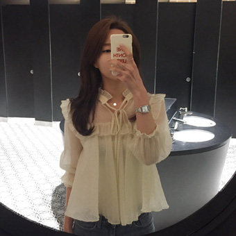 667542 - Second ruffle blouse