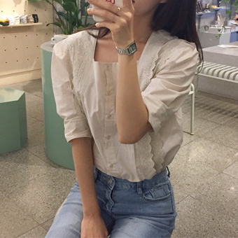 668686 - Square embroidery blouse