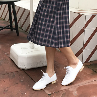 720026 - Oxford white shoes