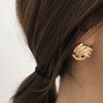 729041 - Apple gold earring
