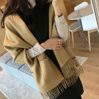 736907 - Pocket shawl muffler