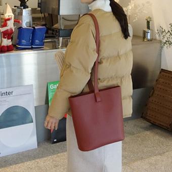 744283 - Showable strap bag