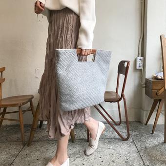 749049 - Knit show fur bag