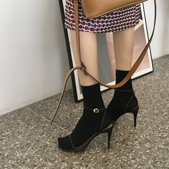 752909 - Cow strap heel shoes