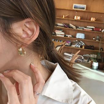 753524 - Gold shaper earring