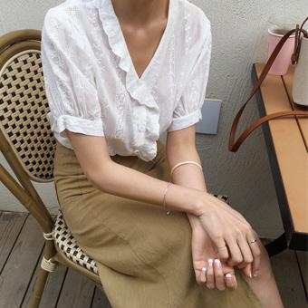 755195 - Punching islet blouse