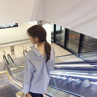 753038 - Off-shoulder ribbon blouse